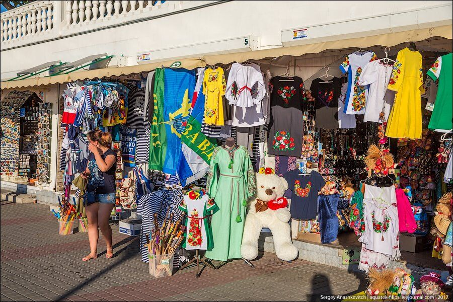 В оккупированном Севастополе начали продавать вышиванки