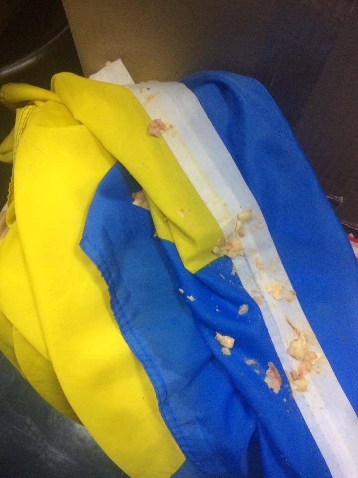 В известном кафе Киева надругались над флагом Украины