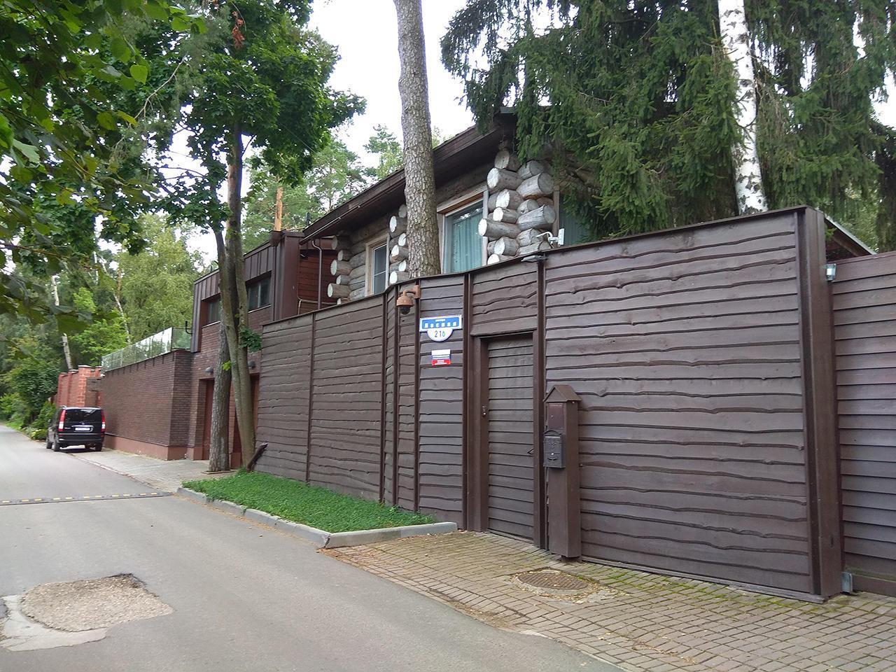 По сусідству з патріархом Кирилом: під Москвою знайшли будинок Януковича. розслідування