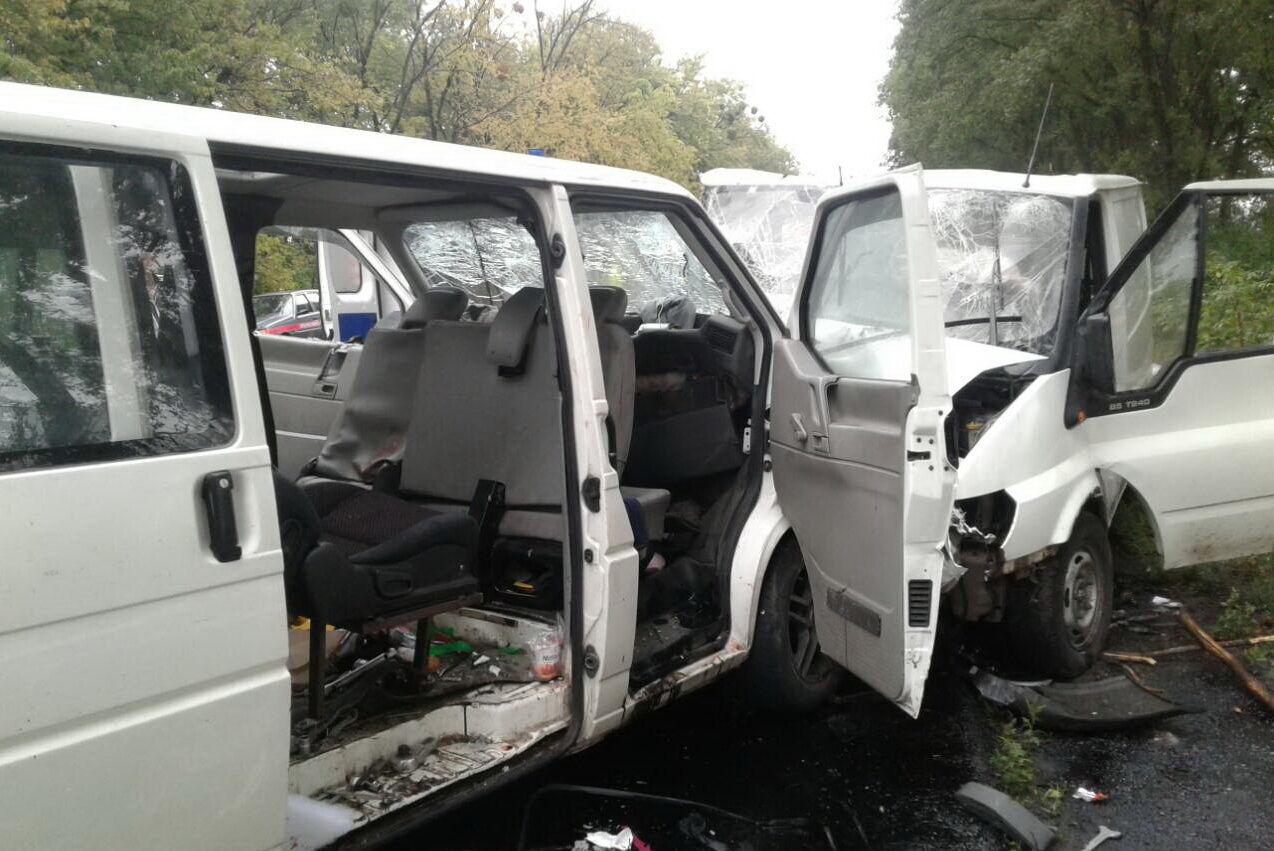 Під Харковом сталася смертельна ДТП: зіткнулися маршрутки з пасажирами