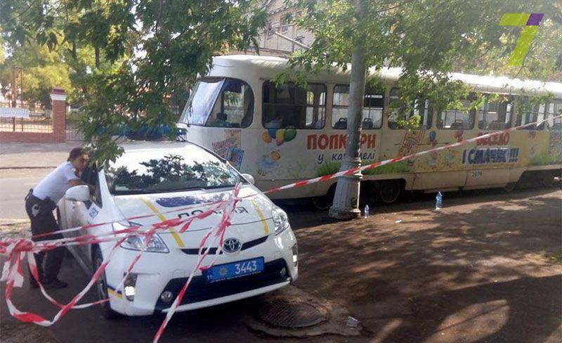В Одессе трамвай отрезал девушке ноги