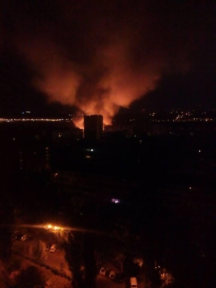 У Києві масштабна пожежа охопила ресторан
