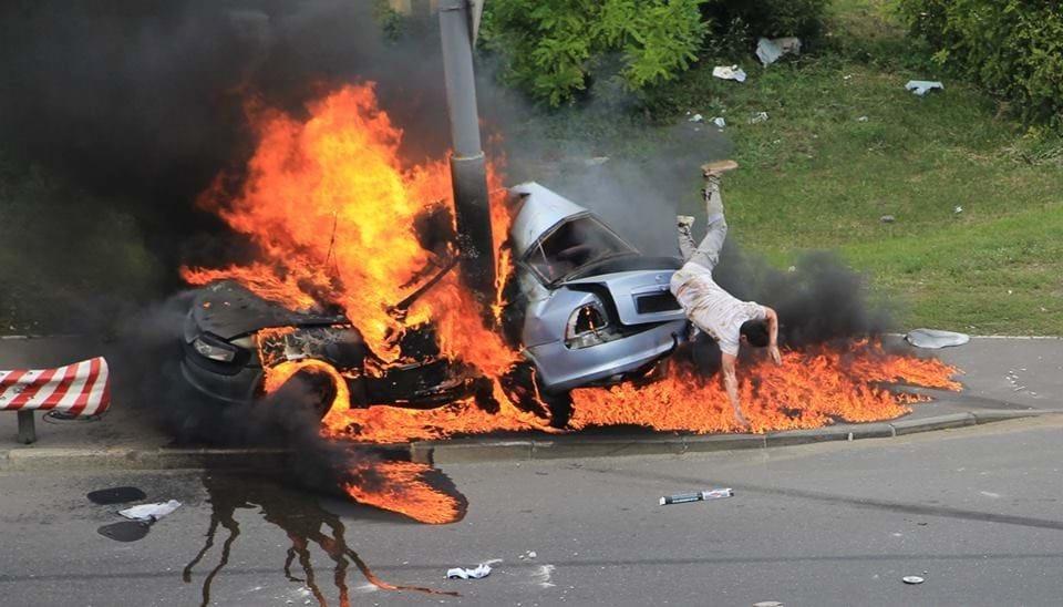 Стало відомо про долю водія, який вистрибнув із авто, що вибухнуло в Києві