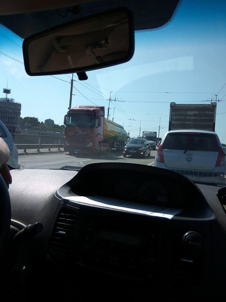 На запорожской плотине маршрутка с пассажирами попала в ДТП