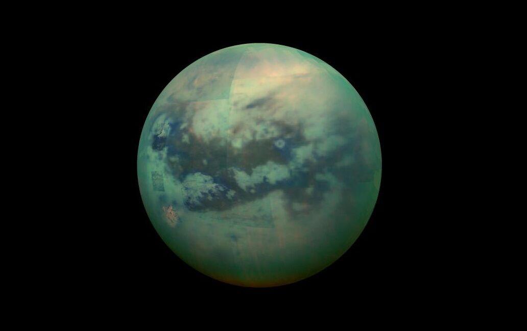 Об'ємна панорама Титана, зібрана з різних фотографій в ІК-діапазоні і оброблена в Photoshop