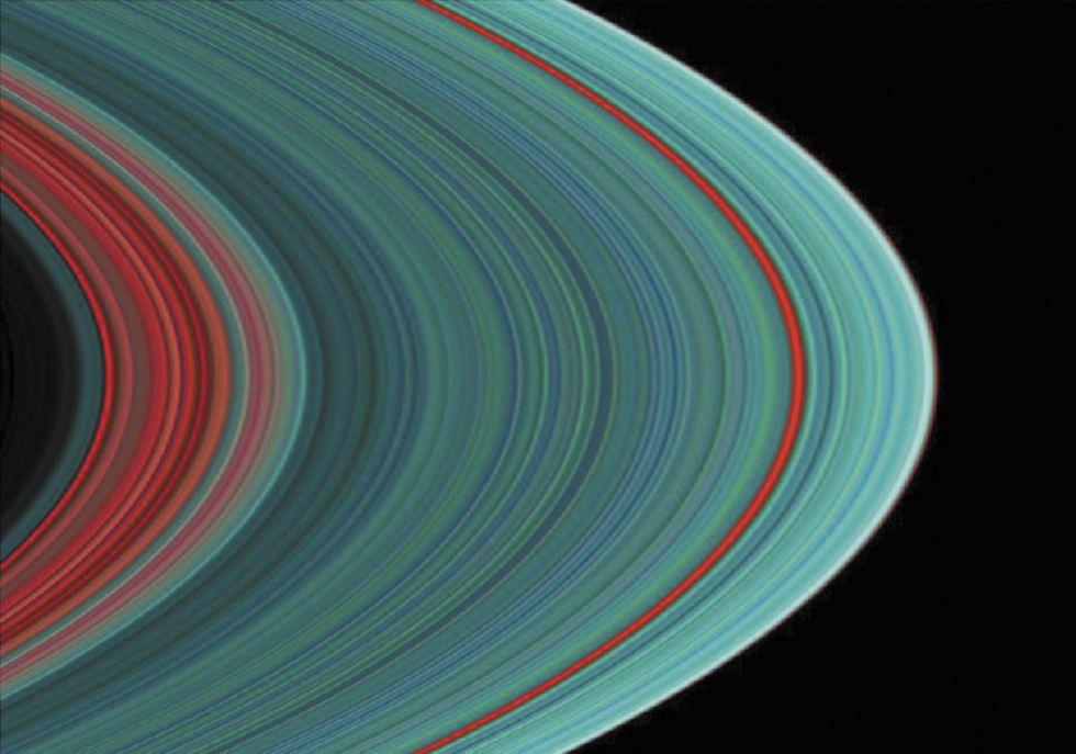 Фото кілець Сатурна в УФ-спектрі, 2004 рік