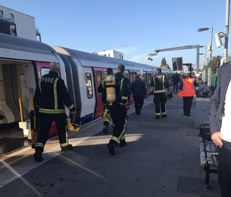 Взрыв в метро Лондона: появились фото и видео