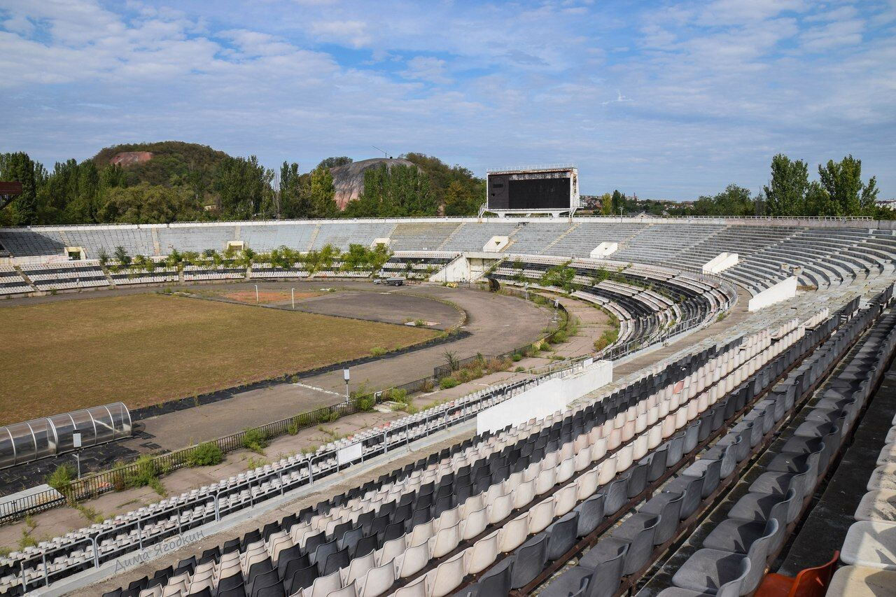 """Розруха і джунглі: на що перетворився легендарний стадіон """"Шахтаря"""""""