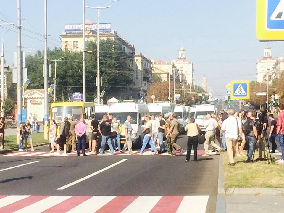В Запорожье участники АТО перекрыли движение по проспекту