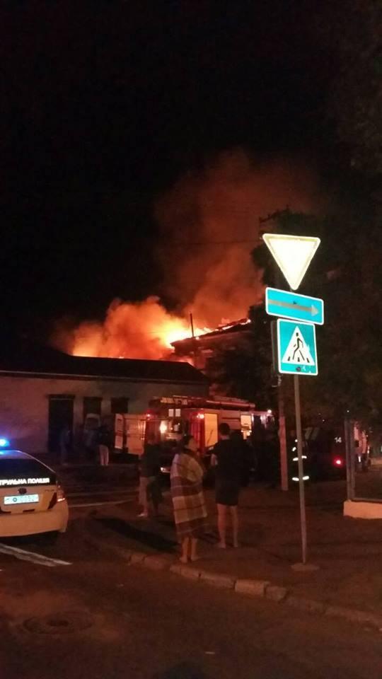 В огне погибли дети: в Херсоне мощный пожар унес три жизни