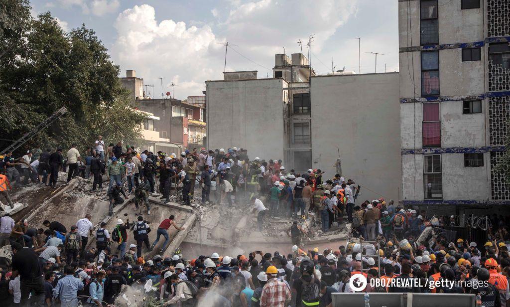 Землетрясение вМексике. Фотографии. Десятки домов разрушены, погибли неменее 220 человек