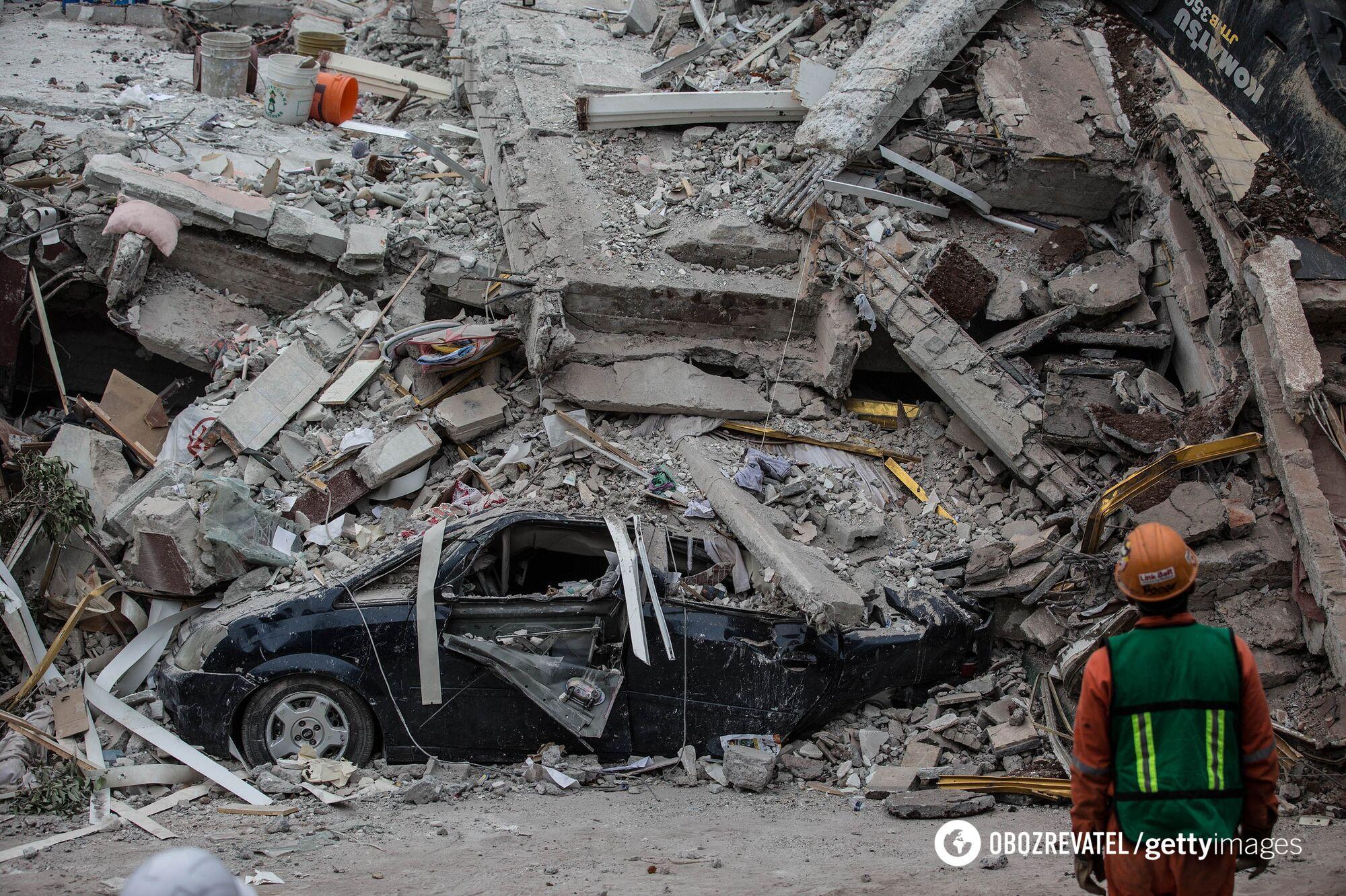 Мощное землетрясение: в Мехико обрушилась школа, погибло более 20 детей