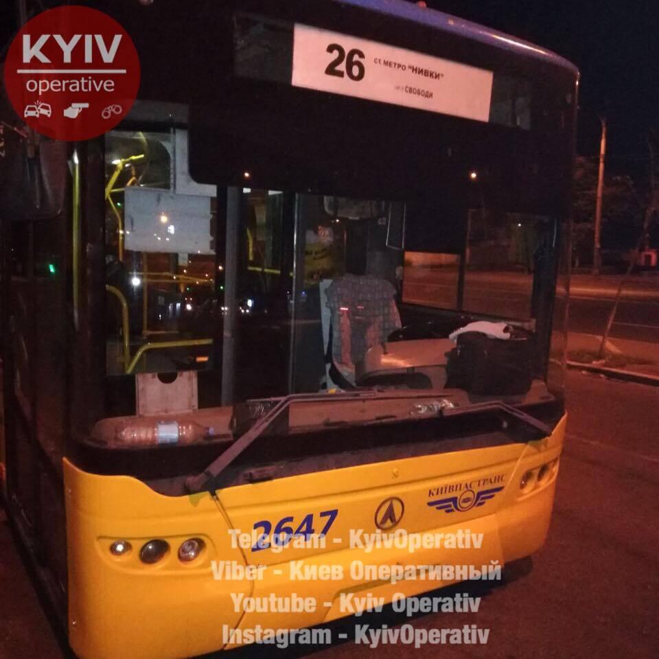 У Києві обстріляли тролейбус: мережа в люті