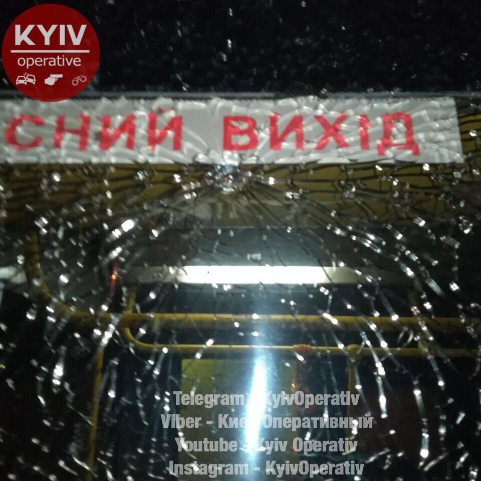 УКиєві обстріляли тролейбус: мережа влюті