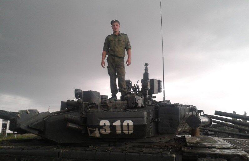 Путин наградил танкиста, воевавшего против Украины: фотофакт