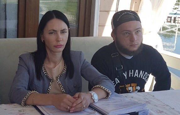 Под Киевом рейдеры разгромили ресторан, открыто уголовное производство: фото, видеофакт