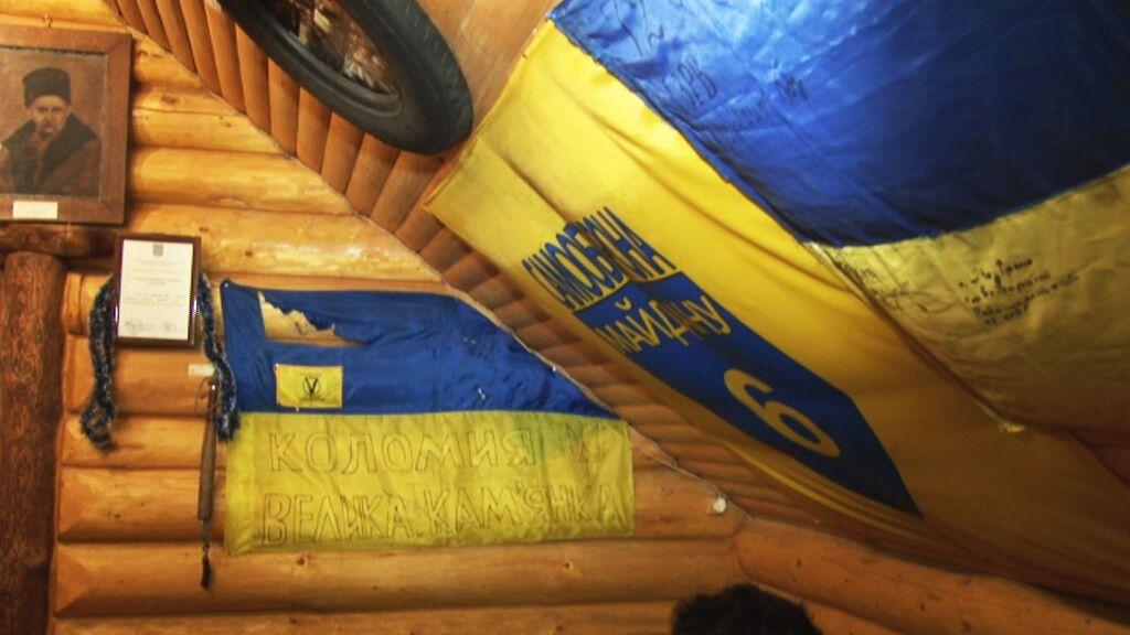 На Прикарпатье посетители кафе сорвали со стен флаги Украины