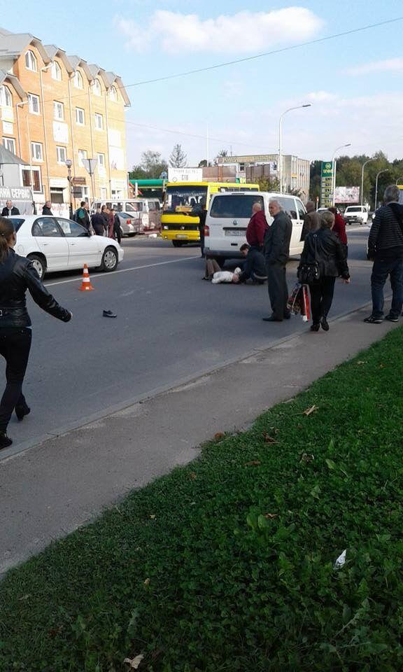 На Львовщине авто сбило семью с ребенком на пешеходном переходе