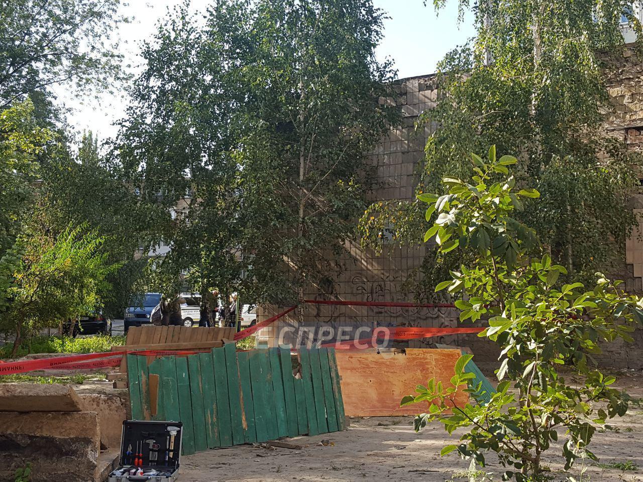 В Киеве в одном из дворов нашли обезглавленного мужчину