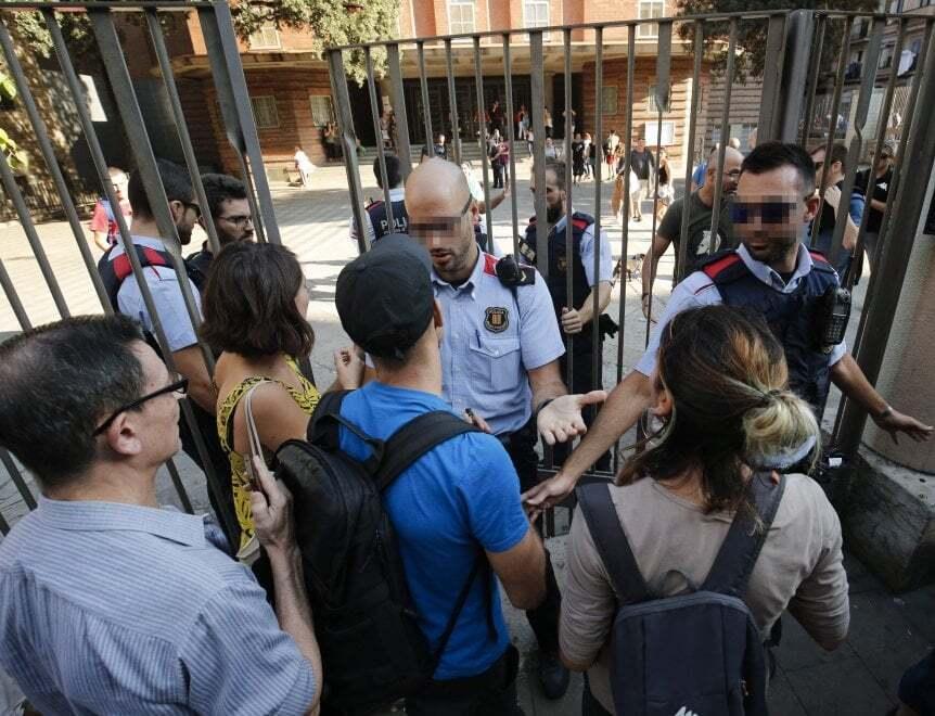 Поліція Іспанії закрила більшість дільниць для референдуму про незалежність Каталонії