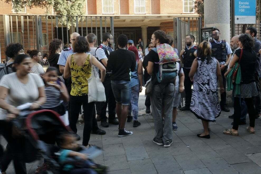 Захваты школ, тракторы и пожарные: как Каталония готовится к референдуму