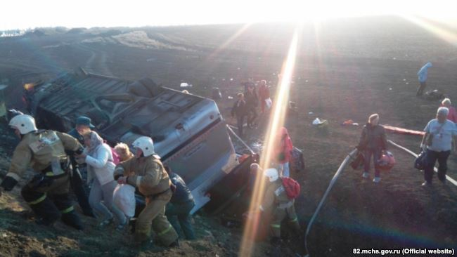 В Крыму на ходу перевернулся пассажирский автобус: много пострадавших