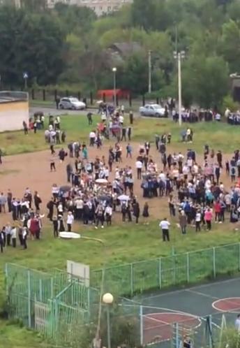 Діти вистрибували з вікон: у Росії 9-класник влаштував теракт у школі