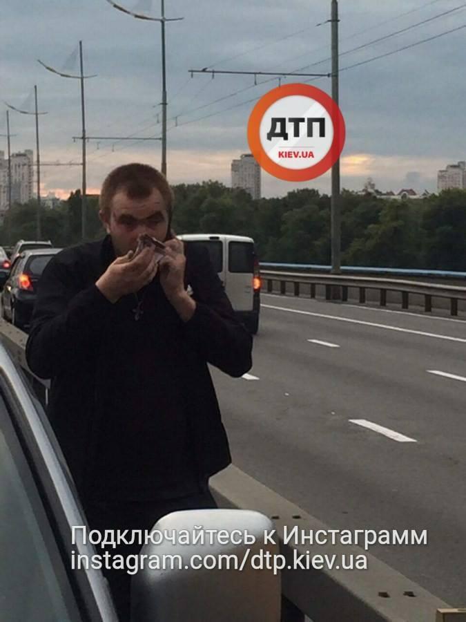"""""""Нещодавно вийшов із зони"""": у Києві п'яний таксист під наркотиками влаштував ДТП"""