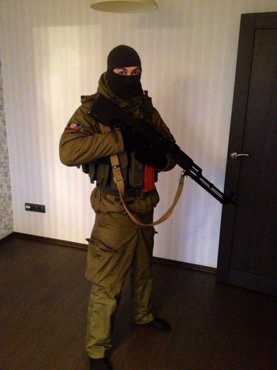"""Під балаклавою не впізнають? У мережі виявили екс-міліціонера, який воює за """"ДНР"""""""