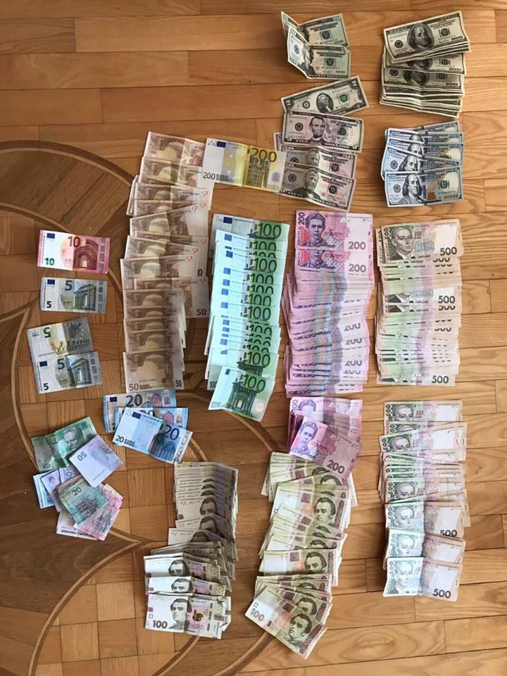"""В Одессеполиция изъяла из """"общака вора в законе"""" миллион долларов"""