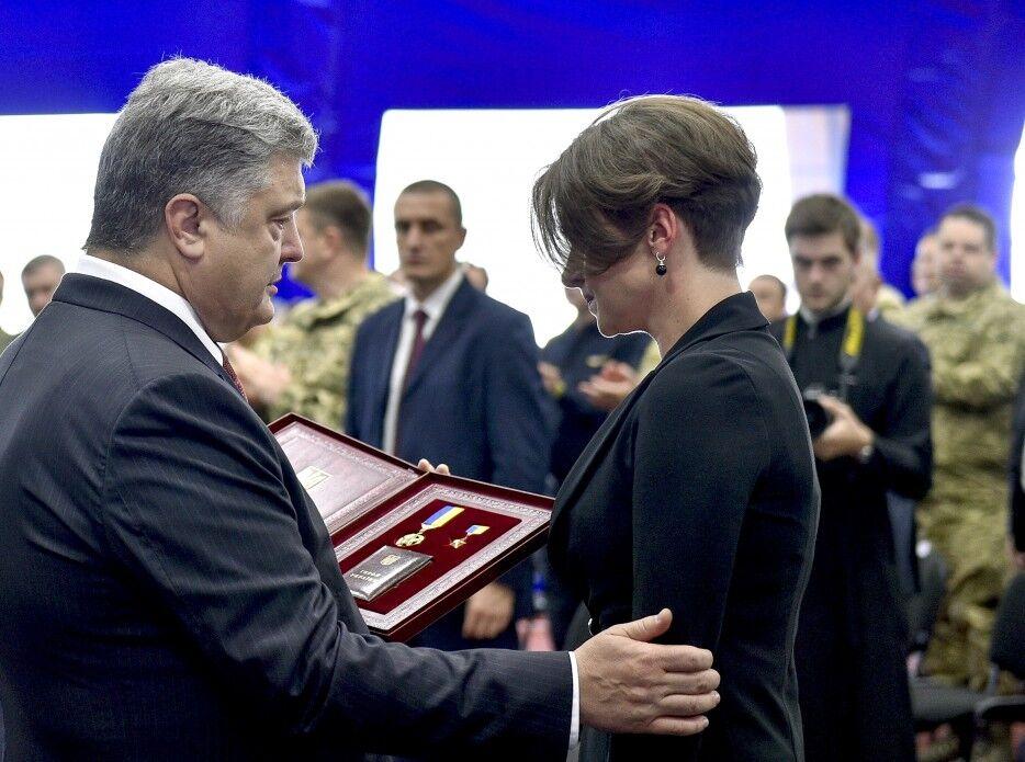 Порошенко присвоил звание Героя Украины погибшему вКиеве сотруднику ГУР Шаповалу