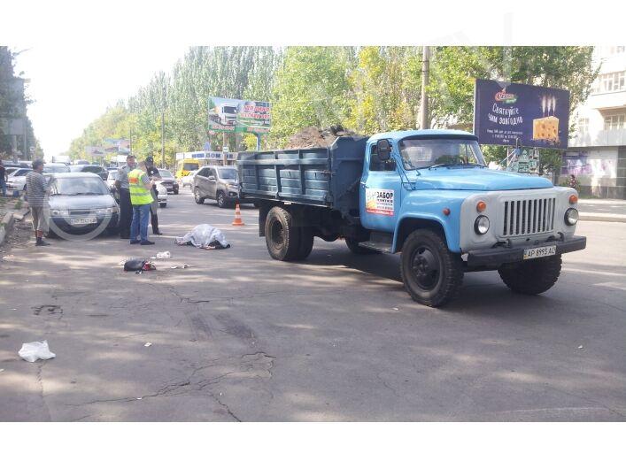 В Запорожской области женщина мгновенно скончалась под колёсами автомобиля