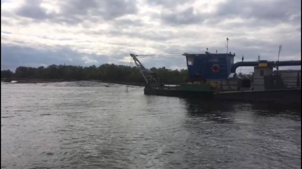 Незаконний видобуток піску в Києві: нелегали проігнорували всі заборони