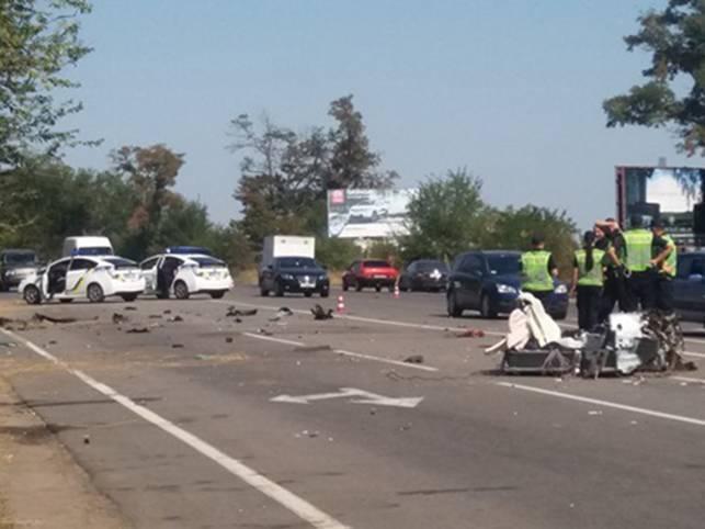 Авто розірвало на частини: в Херсоні три людини загинули під час тест-драйву
