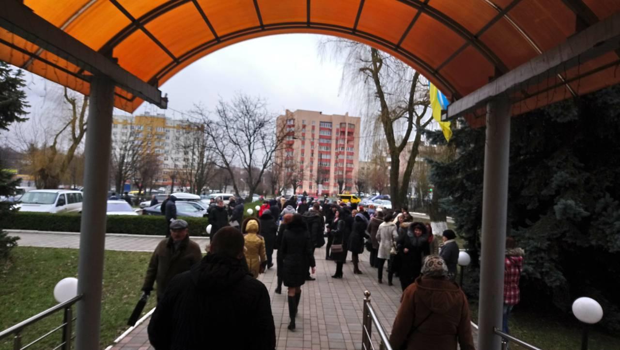 В Черновцах в здании налоговой взорвали гранату