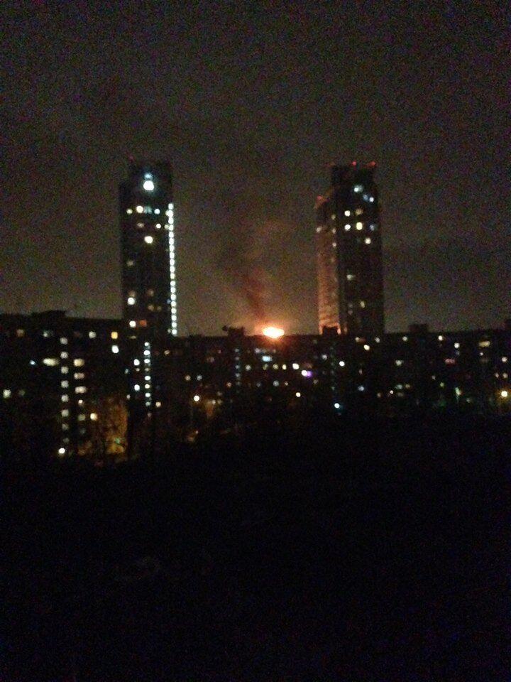 Потужна пожежа охопила популярний торговий центр в Києві