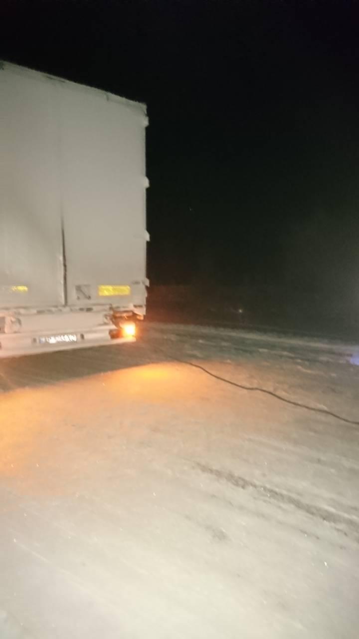 Запорожские спасатели ночью вытаскивали людей из снежных заносов (ФОТО)