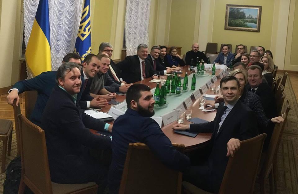 Запад нам не указ: Порошенко отверг ультиматумы Запада по запуска антикоррупционного суда