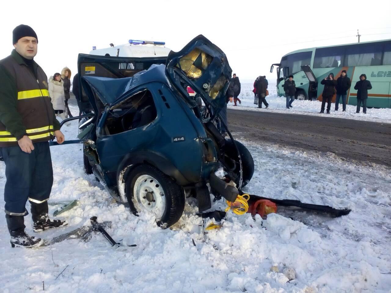 2 трупа и горящее авто: запорожские спасатели рассказали подробности ДТП с автобусом (ФОТО)