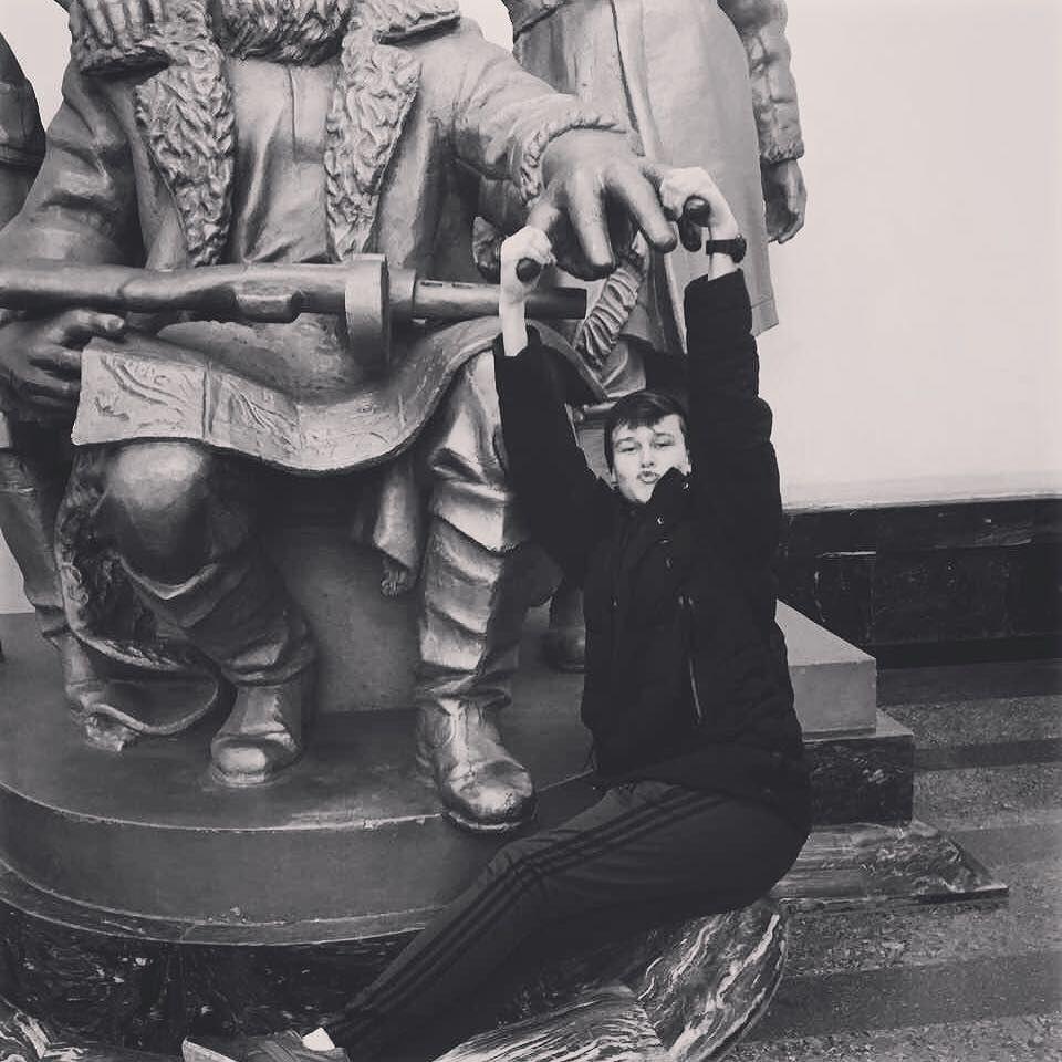 """Россию """"взорвал"""" БДСМ-клип курсантов: что известно об оскандалившихся парнях"""