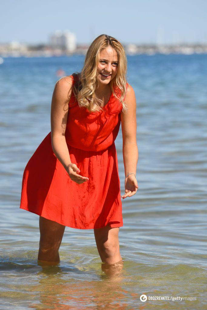 Девушка дня: 15-летняя украинская теннисистка снялась в яркой фотосессии на берегу озера