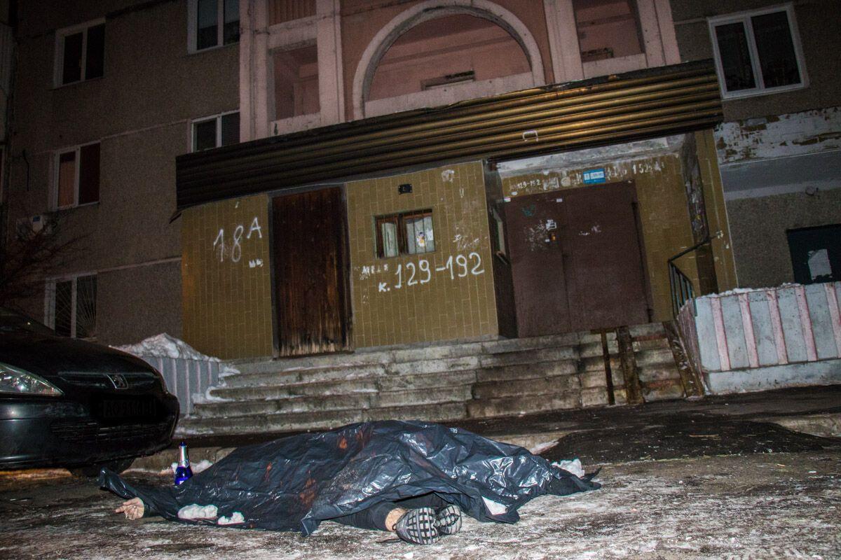 В Киеве парень выбросился с 16 этажа