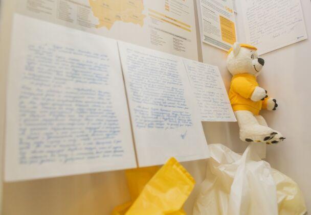 Миссия, ставшая историей: в Мариуполе открылась выставка Гуманитарного штаба