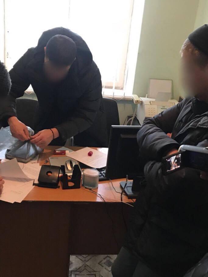 "Промышляли на ж/д вокзале: в Киеве поймали банду полицейских-""оборотней"""