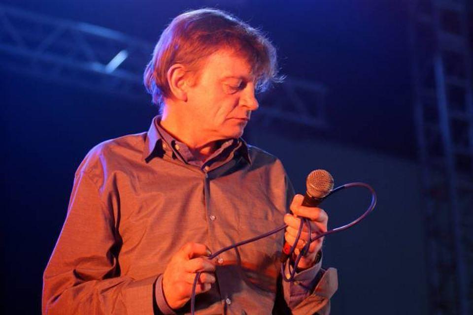В Великобритании умер вокалист легендарной группы