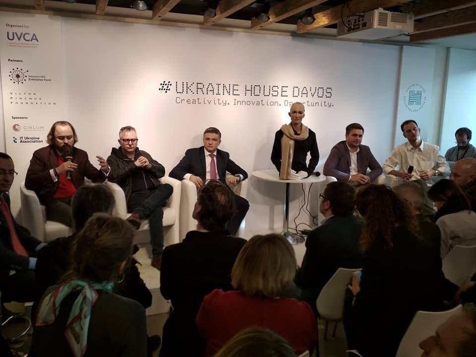 """І смішно, і грішно: корупція в Україні зламала """"мозок"""" відомому роботу"""