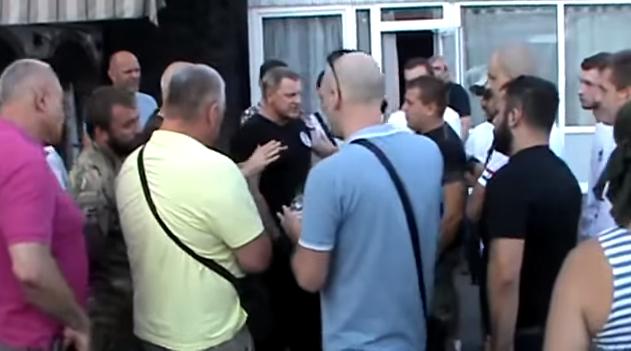 Участники АТО потребовали извинений за ложь у Олега Мартынова