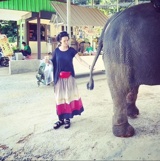 Даша Астафьева со слоном
