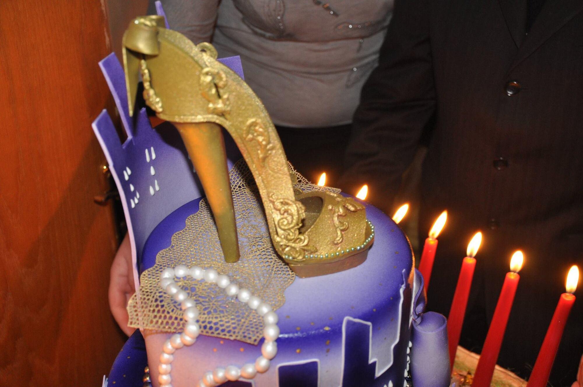 Подлизнули: сеть возмутило празднование дня рождения чиновницы в Харькове