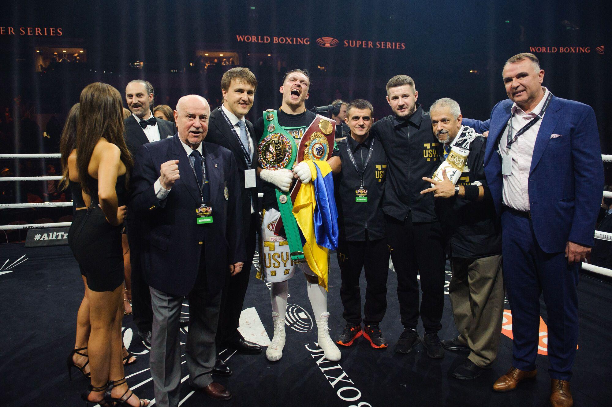 Усик победил Бриедиса и вышел в финал WBSS